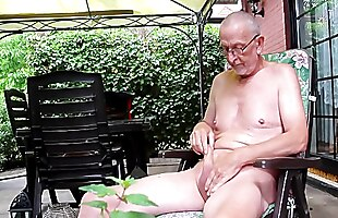 real amateur milf posiert nackt